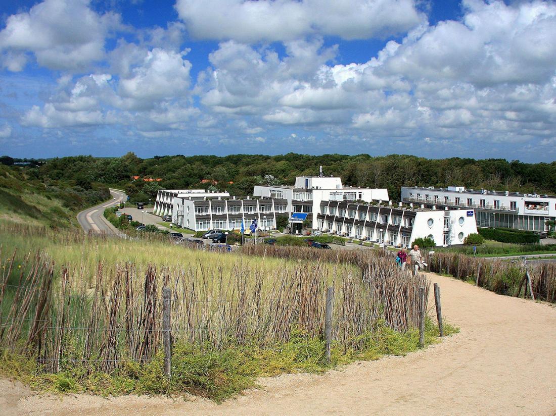 Strandhotel Westduin Hotelovernachting Zeeland Buitenaanzicht
