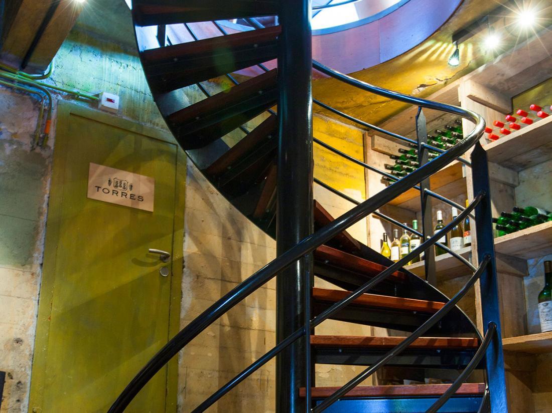 Hotelaanbieding Vlaardingen Wijnkelder Trap
