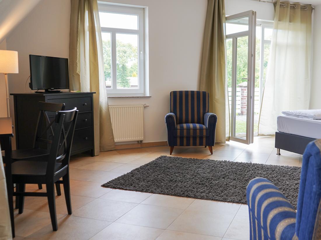 dS Hotel Gronau Duitsland Hoteltopdeal Hotelkamer Zitje