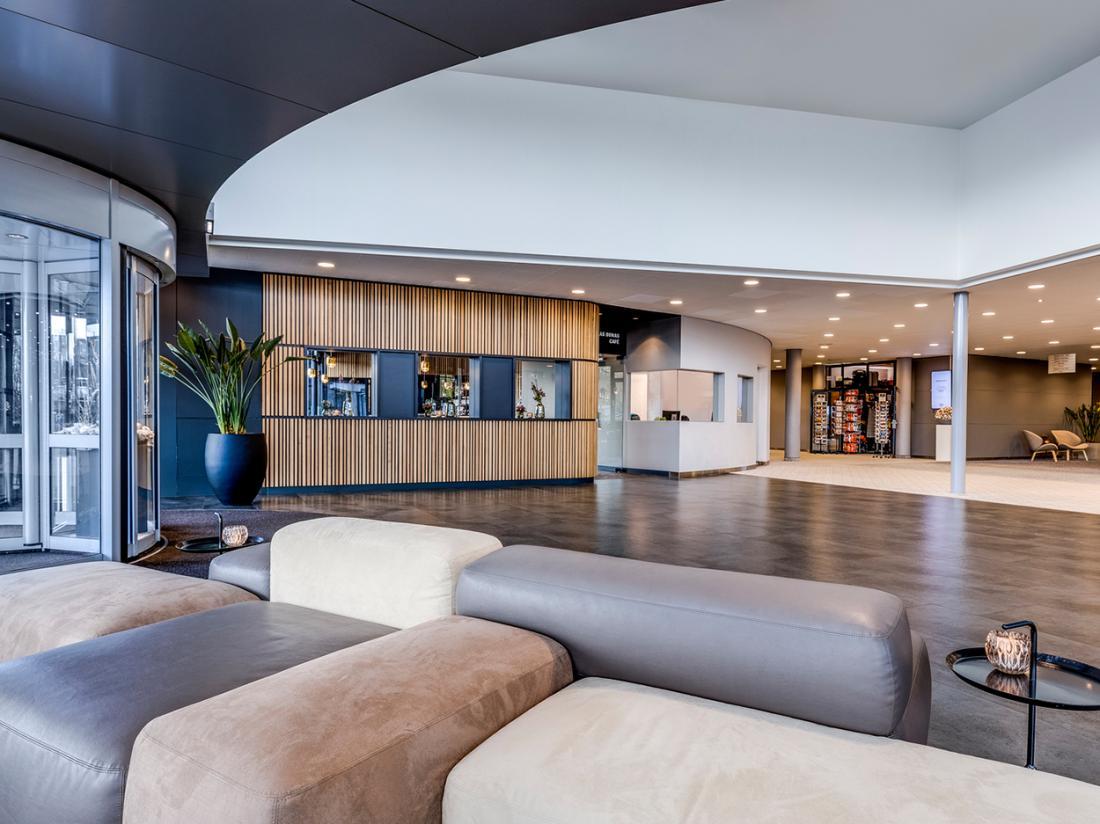 Voordeelaanbieinig NH Hotels Lobby01