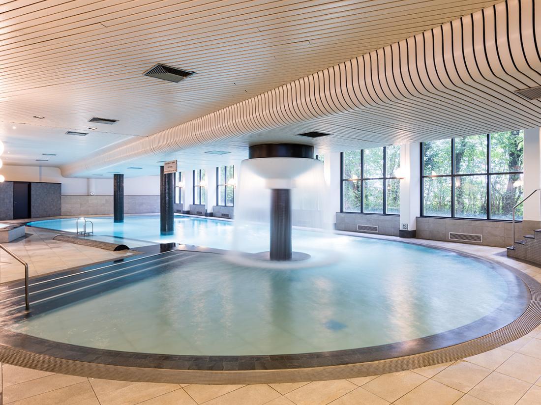 Weekendjeweg NH Hotels Zwembad