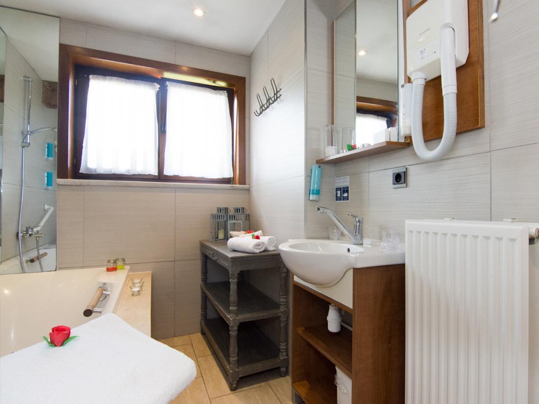 Hotel De Stokerij Belgi Weekendjeweg Vlaanderen Overnachting Kamer badkamer