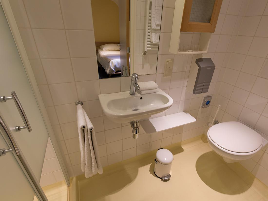badkamer hotelboat merlijn dordrecht