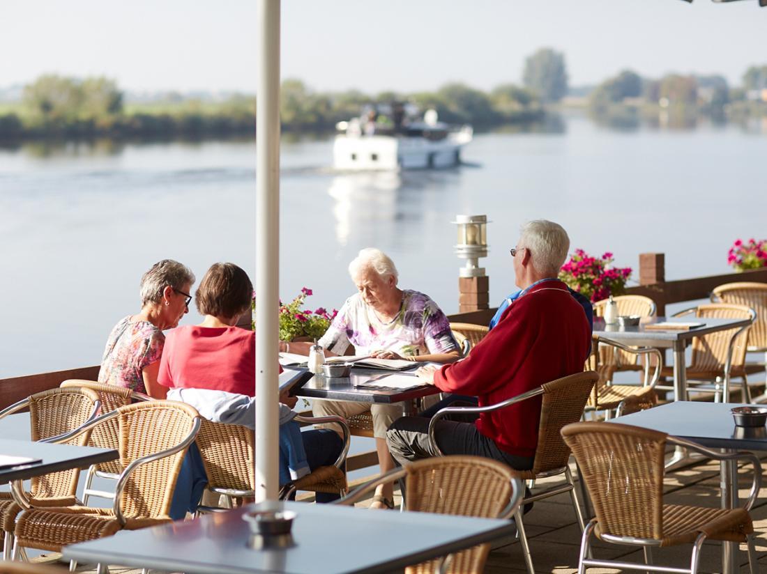 Hotel Restaurant Zwartewater IJsselmeer Terras