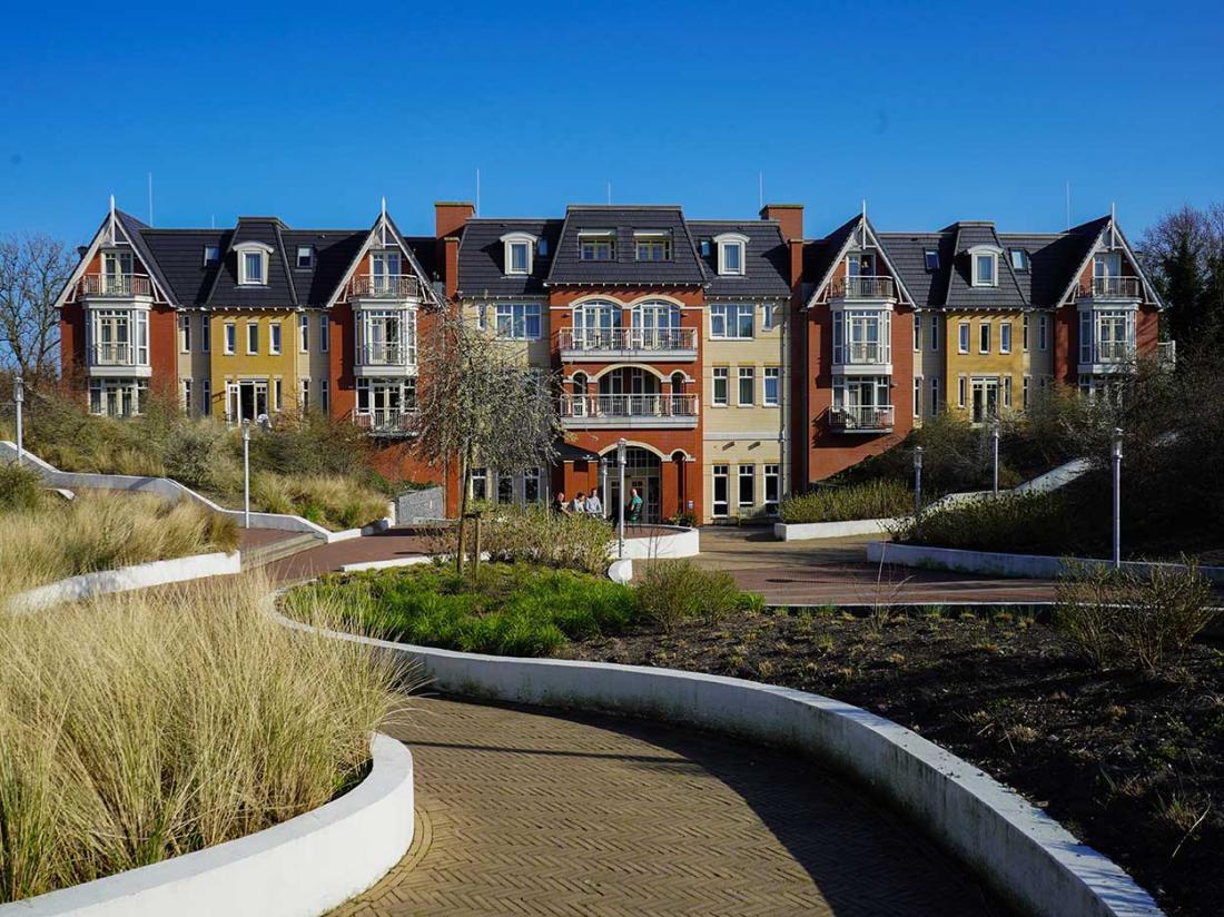 Vooraanzicht Grand hotel ter duin  hotelaanbieding zeeland Strand