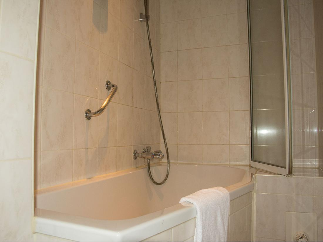 https://www.goedverblijf.nl/media/com_jhotelreservation/pictures/hotels/270/Weekendjeweg-Etten-Leur-Badkamer.jpg