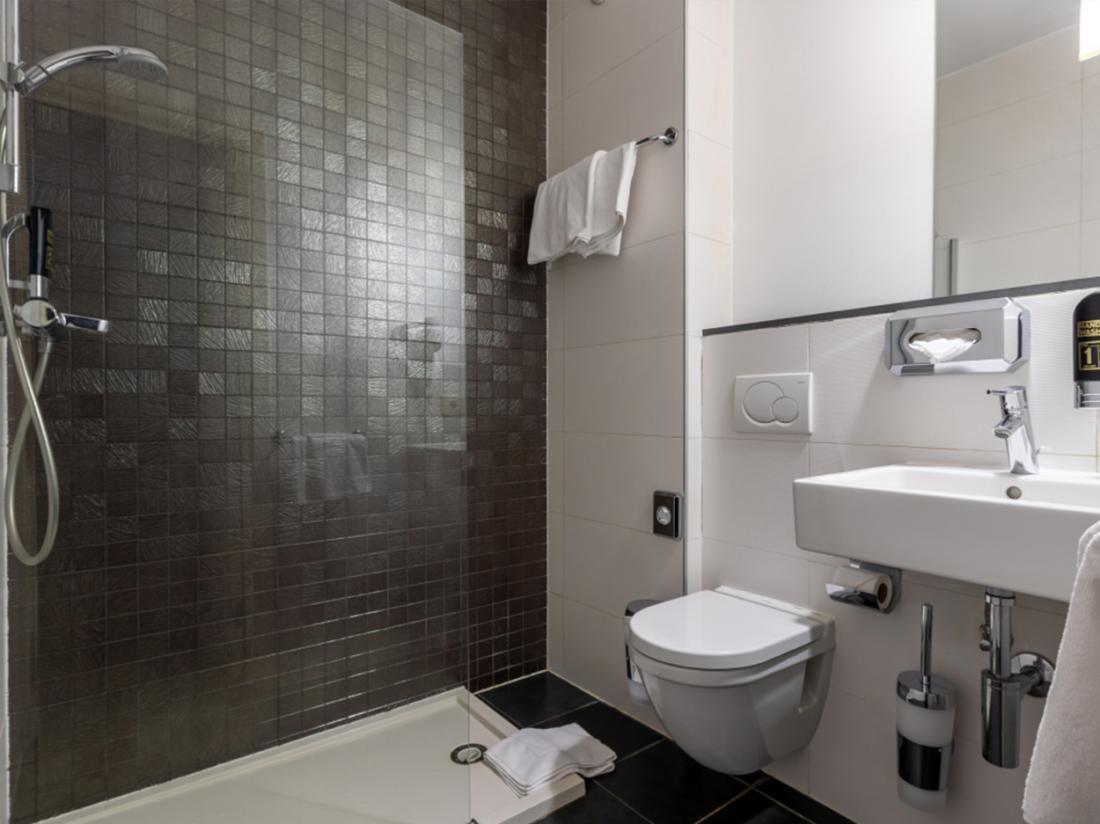 Eden Antwerpen Belgi Weekendjeweg Hotel kamer badkamer sanitair