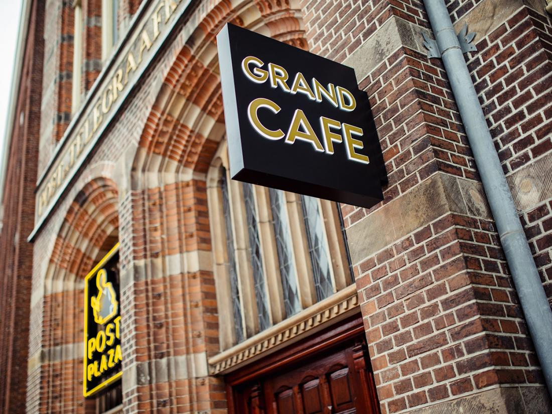 Post Plaza Aanzicht Grand Cafe