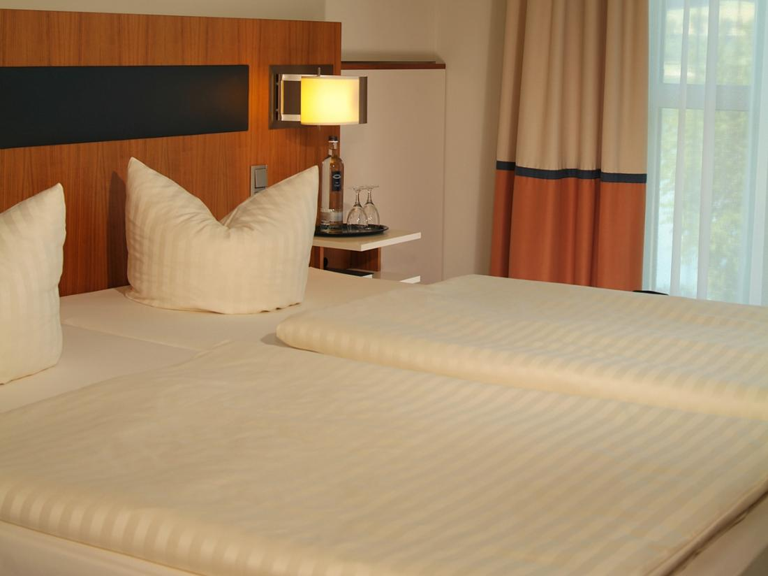 Weekendjeweg Meschede Mennesee hotelkamer bedden