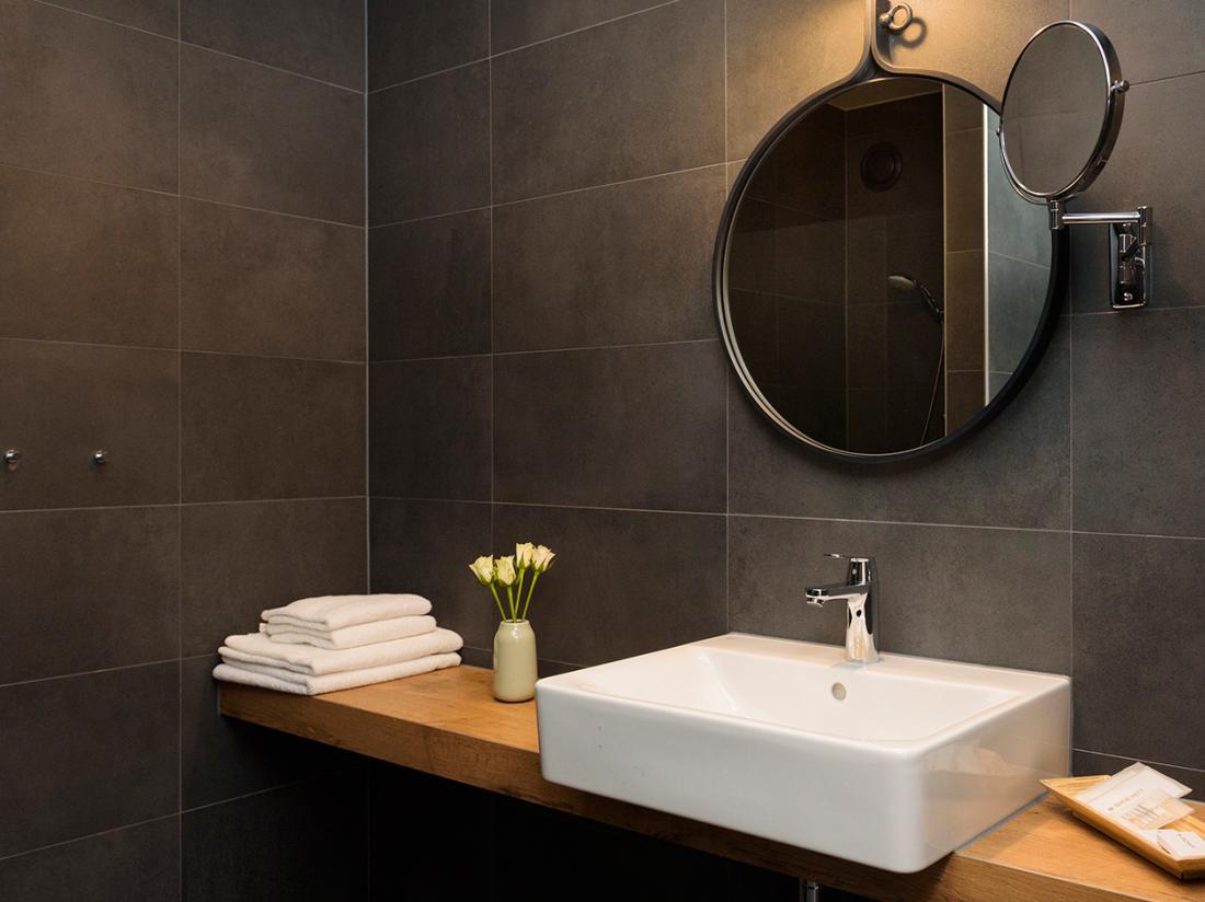 hotel overnachting breda badkamer