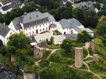 Hotelaanbieding Schlosshotel Burghaus Kronenburg Duitsland Bovenaanzicht