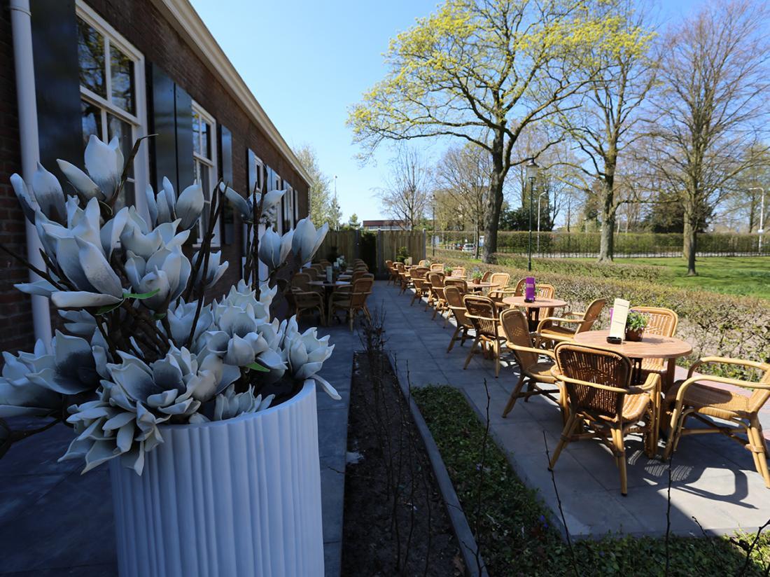 Hotel dePostelseHoeve Tilburg TerrasBloem