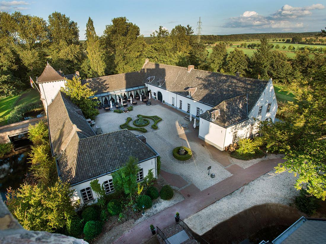 Kasteel Daelenbroeck Limburg binnenplaats