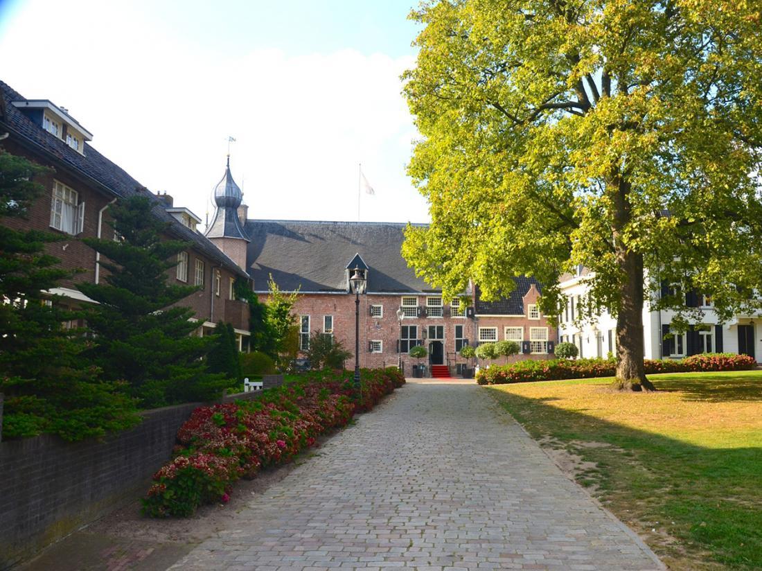 Hotel de Vlijt Coevorden Voorterrein Kasteel Zomer