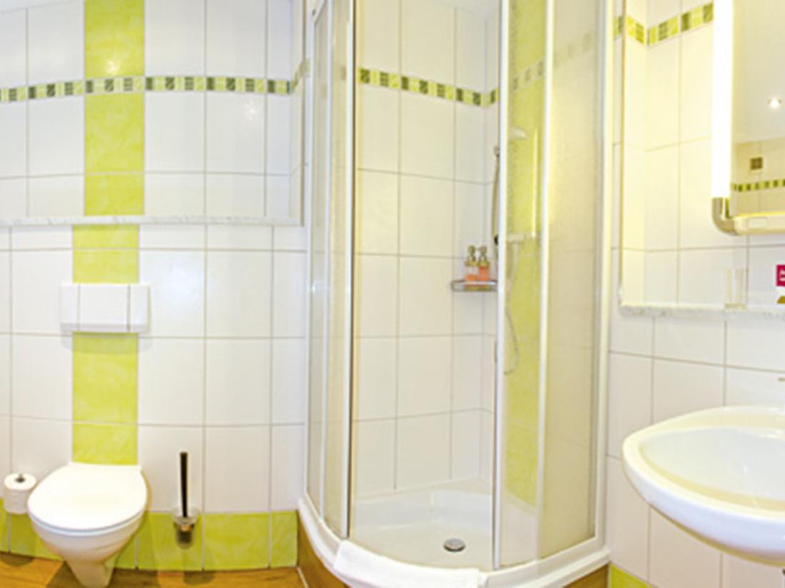 Hotelaanbieding Hotel Haus Oberland Badkamer